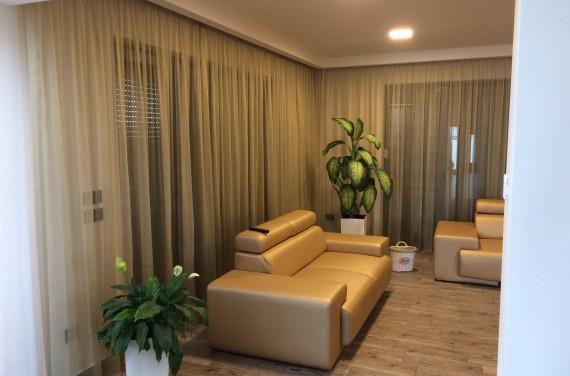 Modern nappali arany színnel 2.
